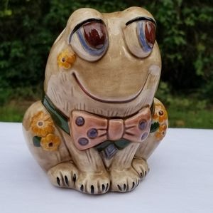 Cute vintage ceramic flower frog with bowtie